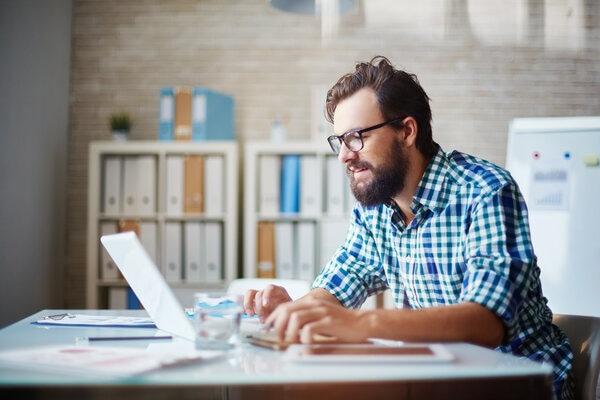 man filling in application on laptop